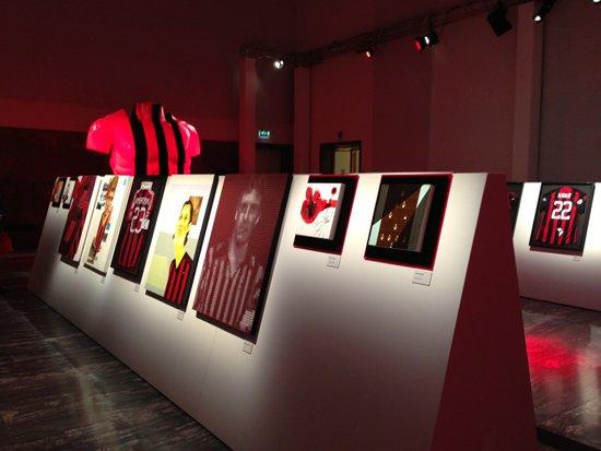 dettaglio-dell-esposizione-delle-opere-d-arte-degli-artisti-dell-accademia-di-brera
